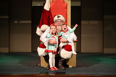 2019-12-04 Wells Fargo Santa Event0572