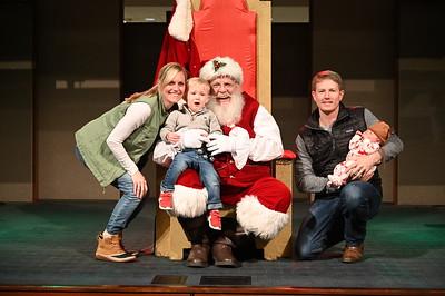 2019-12-04 Wells Fargo Santa Event0580