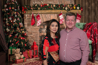 2019-12-07 Oiles Christmas Party0022christmas-fireplace-chair