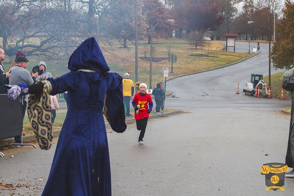 Thousands of wizarding fans showed up, despite the cold and sprinkles, for the Wizarding Run in St. Louis Missouri which featured a 1 mile fun run and 5k.