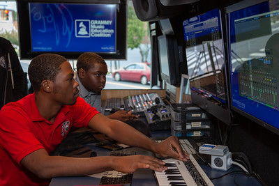 2019_10_22, Apple, Bus, Grammy Music Education Coalition, Interior, Logic, PA, Philadelphia, Strawberry Mansion High School, Student Session