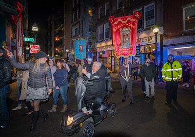 Procession turns on to Prince Street