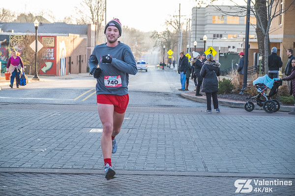On a chilly, sunny Saturday morning, downtown Bentonville ran in the Valentines week with Run Bentonville's annual Valentines 4k/8k.