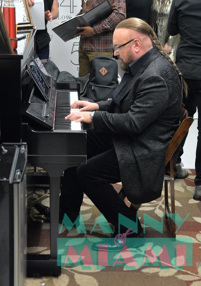 Desmond Child in concert