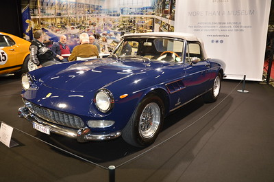 Ferrari 275 GTS 1965 Engine: 12 cel. (V12) - 3285 cc Transmission: RWD Brakehorsepower: 260 bhp Top Speed: 243 km/h 1st owner: Raquel Welch