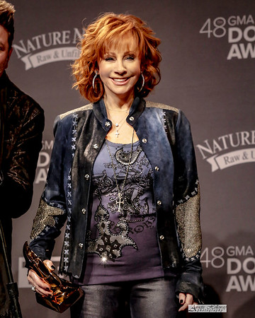 Reba talking to the media - 48th Annual GMA Dove Awards 10-17-2017 by Annette Holloway Photog