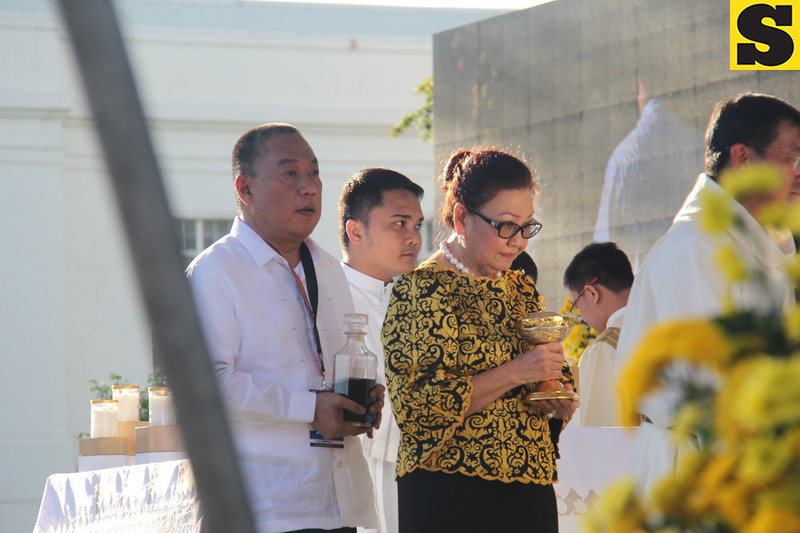 Cebu Governor Hilario Davide and Vice Governor Agnes Magpale during the IEC Capitol mass offertory
