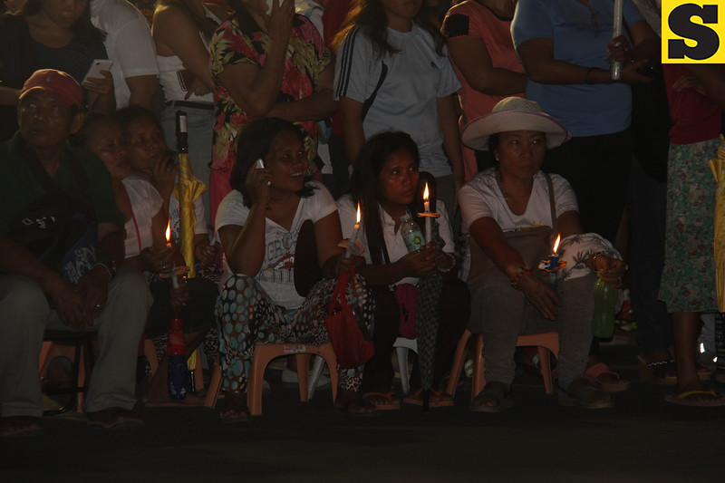 Pilgrims waiting for the arrival of the Blessed Sacrament at Plaza Independencia