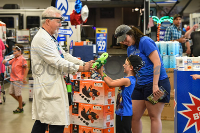 Karsen Tarver, 5, gets a balloon dinosaur at Gander Outdoors in Tyler on Saturday, June 22. The event was coordinated by the East Texas Locals group and included food trucks, face painting, paintball, live music and more. (Jessica T. Payne/Tyler Morning Telegraph)
