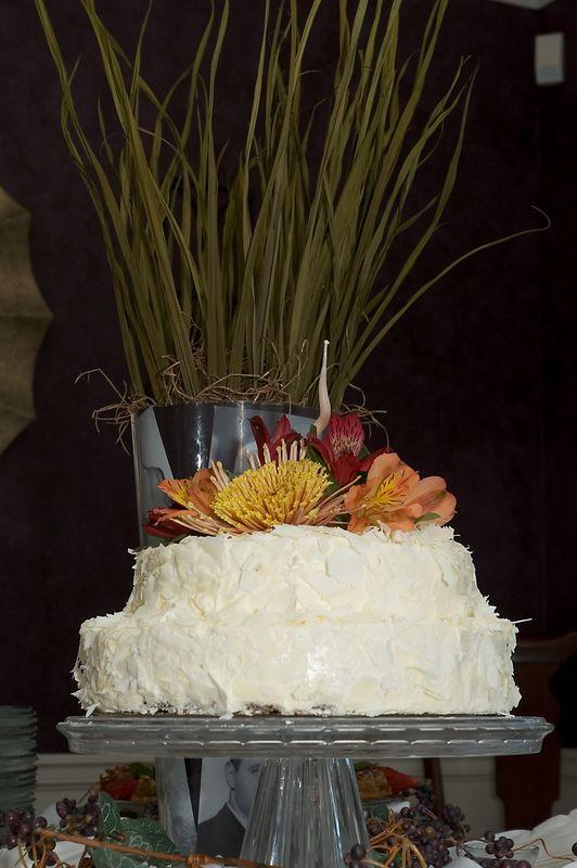 <b>Cake and center piece</b>   (Oct 08, 2005, 06:14pm)