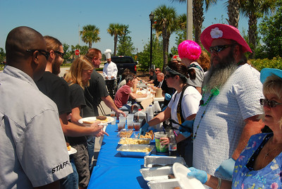 006 Appreciated Employees Receiving Lunch