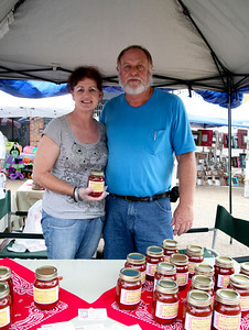 Sharon & Randy Franklin showcase D's Hot Ketchup