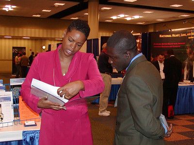 Trevia Jennings discusses program information with booth visitor