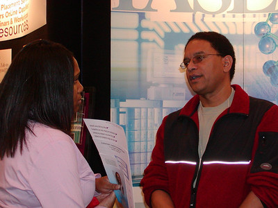 Dr. Rosa-Molinar chats with a student at ABRCMS 2004 meeting.
