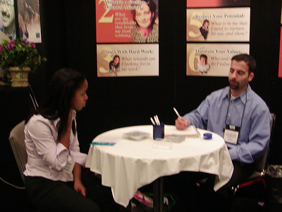 Eric critiques a resume at ABRCMS 2004