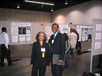 Dr. Sandra Murray (left) Professor at the University of Pittsburgh.  Dr. Murray is with one of her undergraduate student, Mr. Quentin Smith, during the ABRCMS 2006 meeting in Anaheim, California.