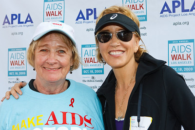Kathryn Joosten (Desperate Housewives) & Felicity Huffman (Desperate Housewives)