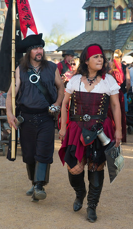 Pirate couple 8675