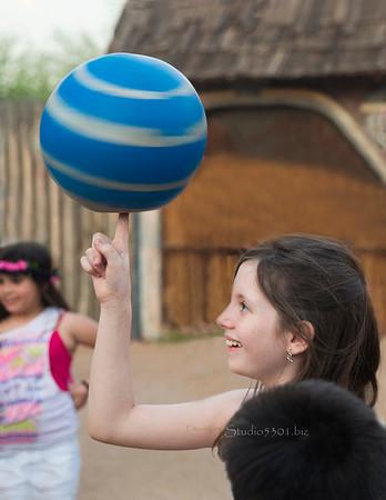 girl spinning ball 8799