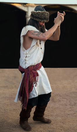 Renaissance fuzzy hat dancer8779