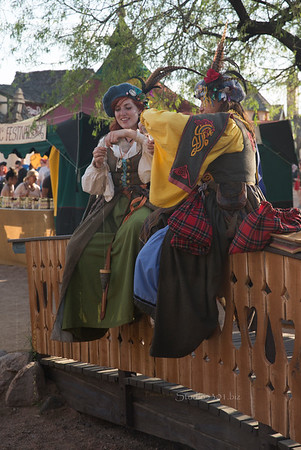 Lasses on a fence 8637
