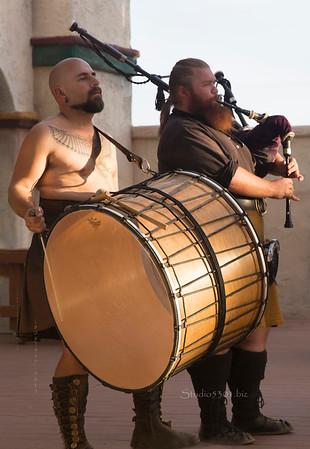 Drummer & bagpipe 8709
