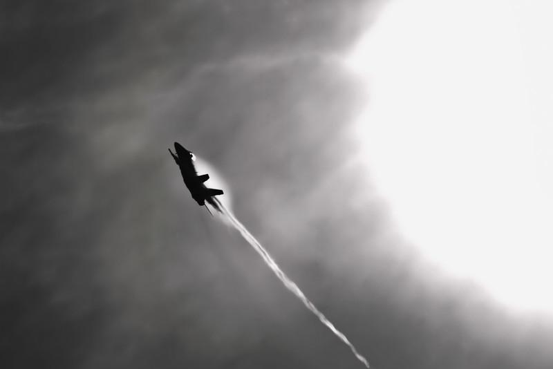 F-18 a la Icarus