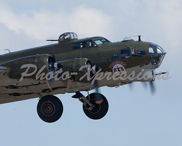 "B-17G Bomber ""Thunderbird"""