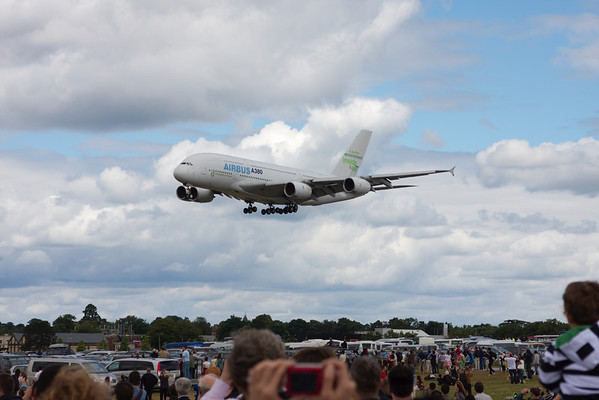 incoming A380