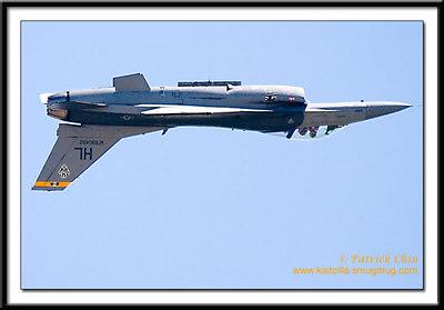 F-16 Falcon (aka Viper) flying upside down.