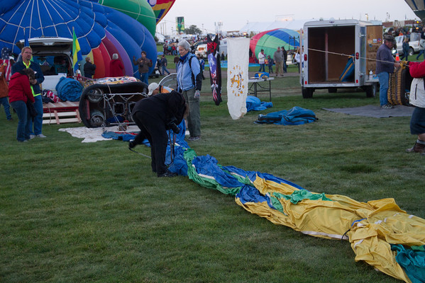 Laying out the balloon.