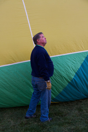 Sundagger pilot Blair Kaufman, checking the flight of other balloons.