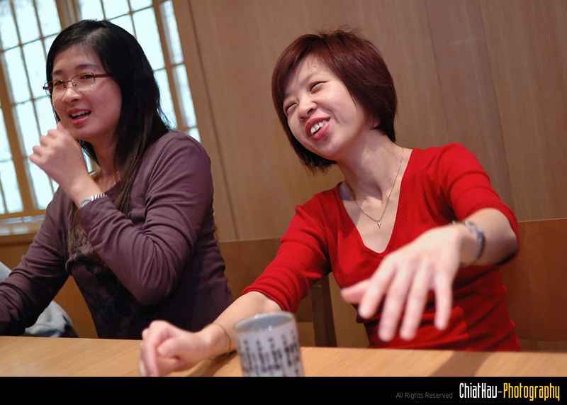 """Hui Ping is so happy here. I hope she didn't fall from her chair. :""""P hehe..."""