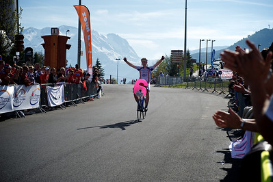 This guy managed the full six climbs up the Alpe d'Huez, Chapeau.