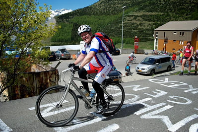 Geurt entering Alpe d'Huez. The finish is only 5 min away.