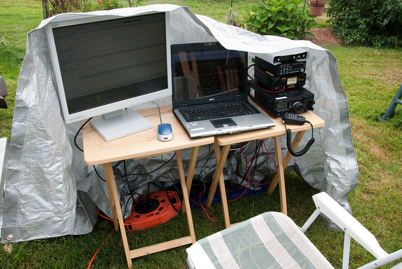 VE3OIJ/W1 portable APE station, about to be covered up for the incoming rain.