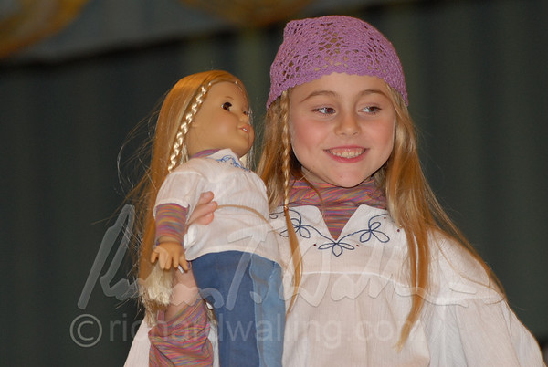 American Girl Magazine 11/04, 4PM  Fashion Show
