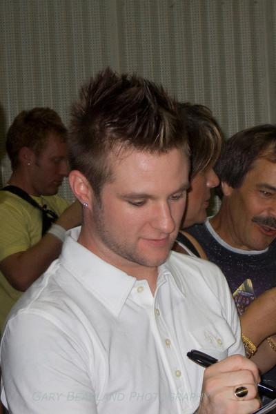 Blake Lewis signs autograph.