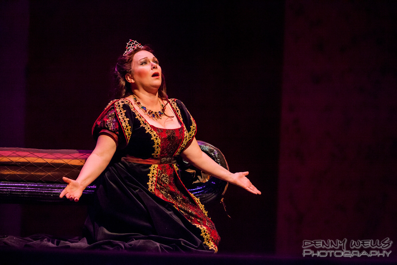 Tosca (Marie Plette) asking God why He has abanoned her.