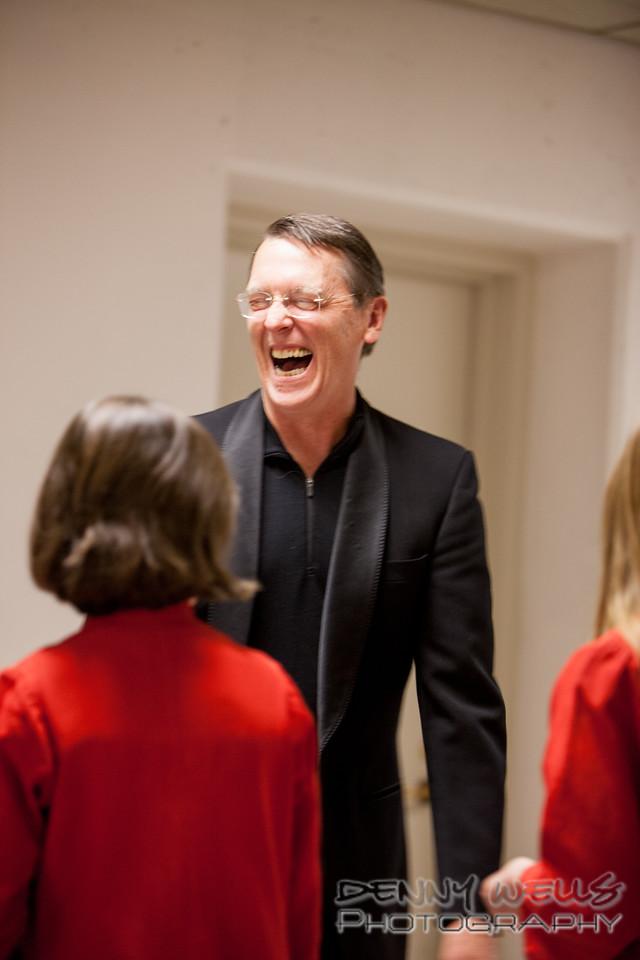 AO Tosca Accomanist Richard Gordon warming up with the Childrens Chorus.