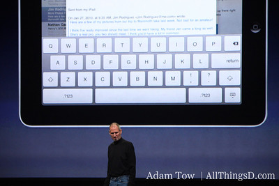 An email demo on the new Apple iPad.