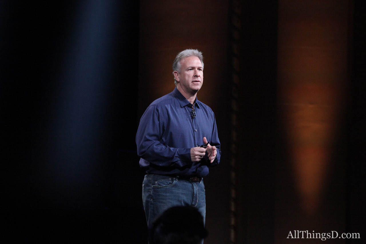 Schiller began by introducing a new version of the 13-inch MacBook Pro, Apple's top-selling computer.