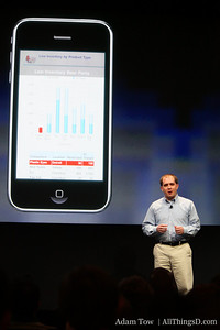 Hody Crouch of Oracle takes the stage, noting that the company has already launched 5 very successful iPhone apps.