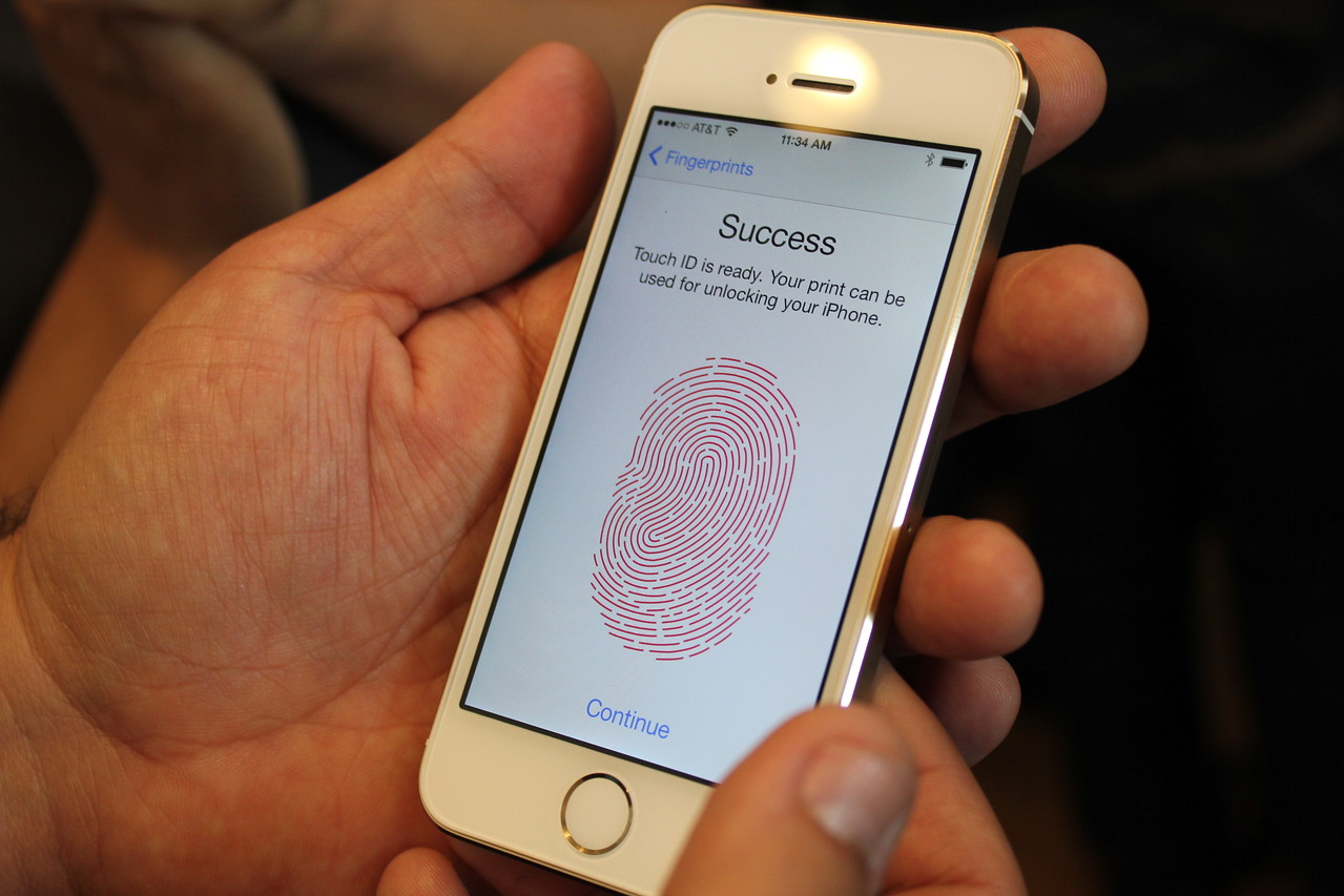 The 5S says it has figured out John's fingerprint.