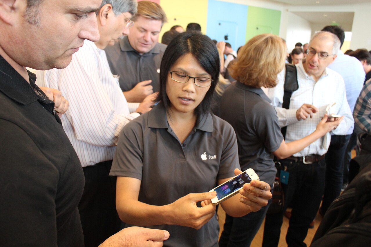 After the audience exodus, AllThingsD's John Paczkowski got some hands-on time with the gold iPhone 5S.