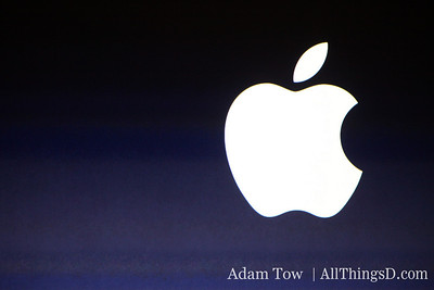 The Apple logo shines brightly before the MacWorld 2009 Keynote.