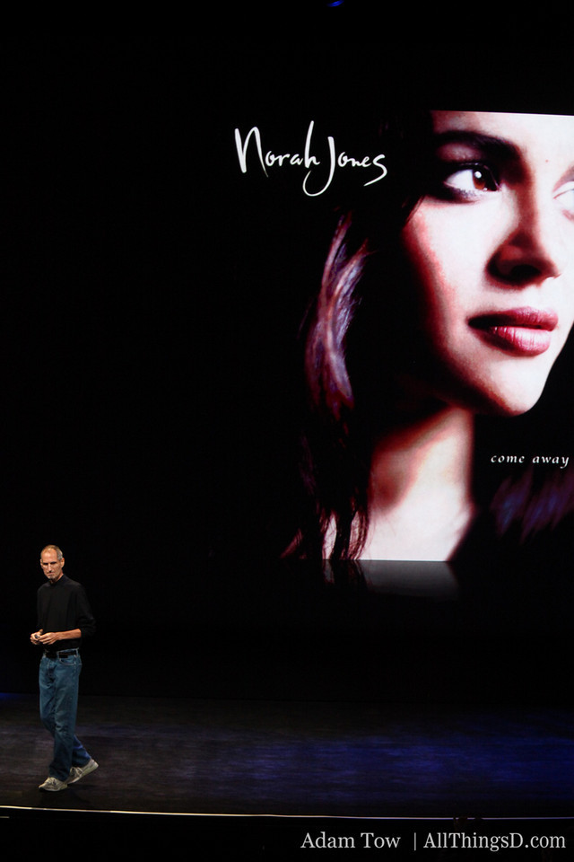 After some concluding remarks about the new iPod lineup, Jobs announces the musical act for the event...