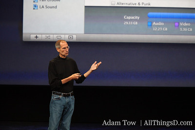Jobs, on stage, detailing the new iTunes 9 interface.