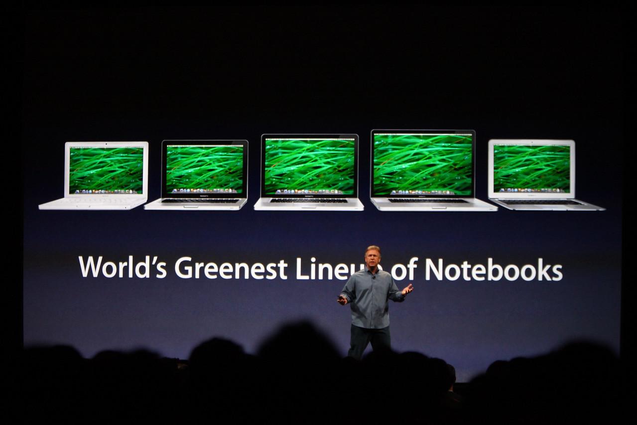 CEO Paul Schiller describes Apple notebook features.
