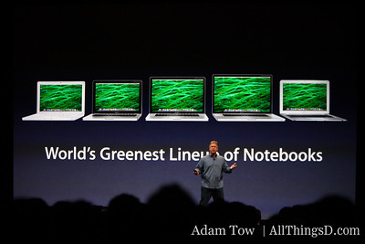 CEO Paul Schiller describes Apple notebook features.
